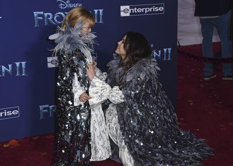 Selena Gomez y su hermana Gracie Elliot Teefey, vestidas idénticas en la premiere de Frozen 2