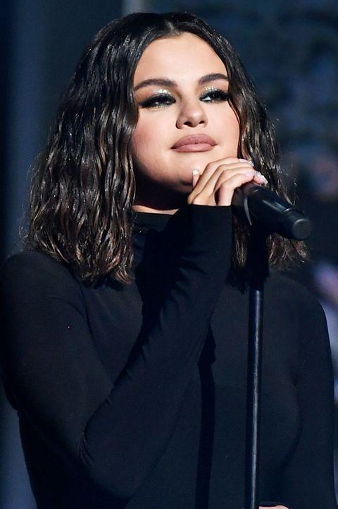 35 Best Selena Gomez Hairstyles Selena Gomez S Hair Evolution