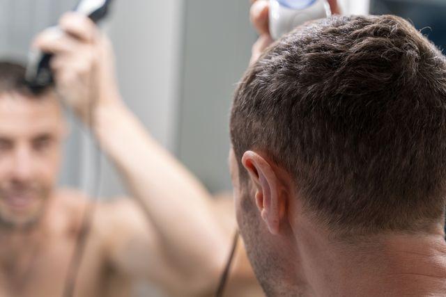 máquina de cortar el pelo y la barba