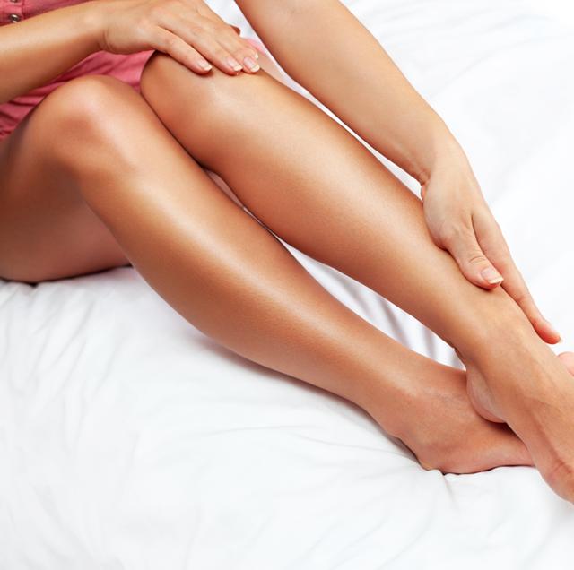 Human leg, Skin, Leg, Thigh, Beauty, Joint, Hand, Close-up, Foot, Muscle,