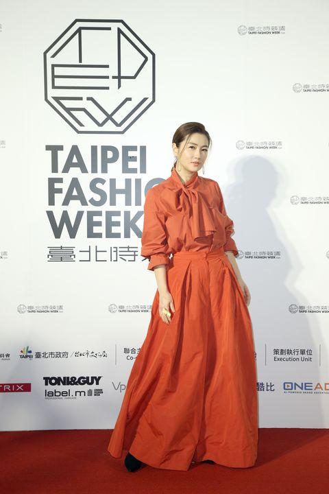 Sleeve, Shoulder, Formal wear, Style, Dress, Flooring, One-piece garment, Carpet, Fashion model, Gown,
