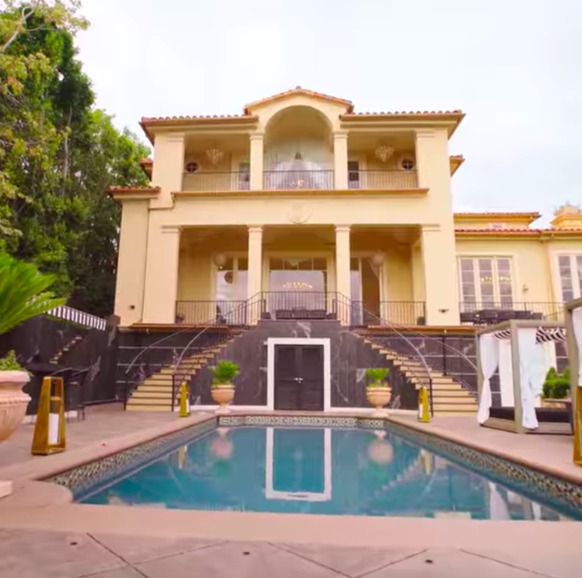 selling sunset 'versace house' visited by chrishell stause, mary fitzgerald and amanza smith