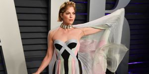 Selma Blair uses cane at 2019 Vanity Fair Oscar Party Hosted By Radhika Jones - Arrivals