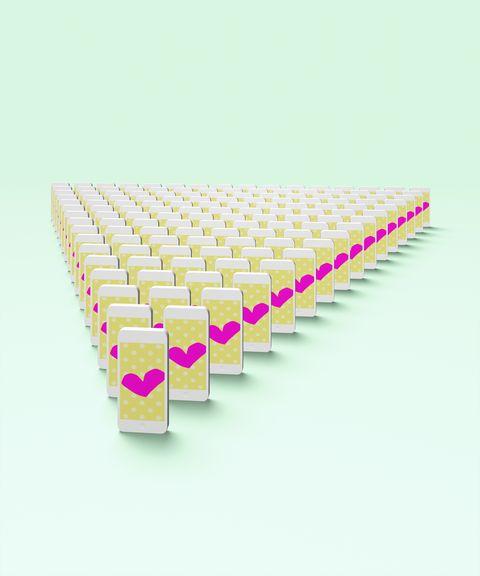 un domino smartphone avec des coeurs