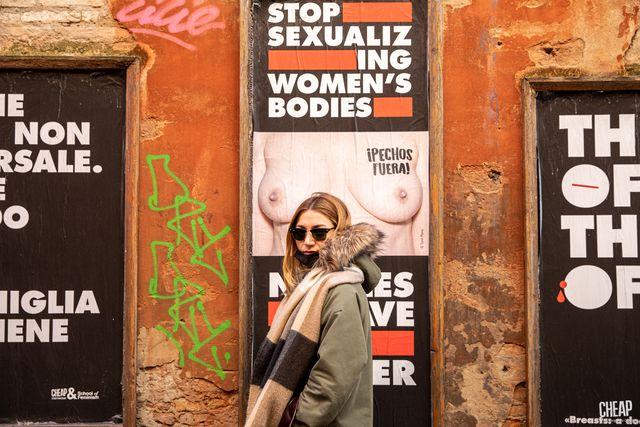 tette per le strade di bologna la campagna contro l'ipersessualizzazione del seno