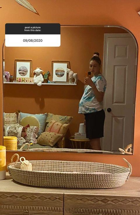 gigi hadid pregnancy selfie