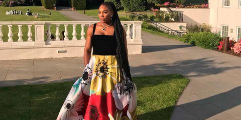 f89a52fa3 Serena Williams fue en zapatillas a la boda de Meghan Markle y el príncipe  Harry - Serena Williams con un Valentino y en zapatillas en la boda real de  ...