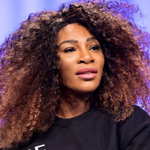 Hair, Music artist, Jheri curl, Hairstyle, Singer, Human, Afro, Long hair, Singing, Black hair,