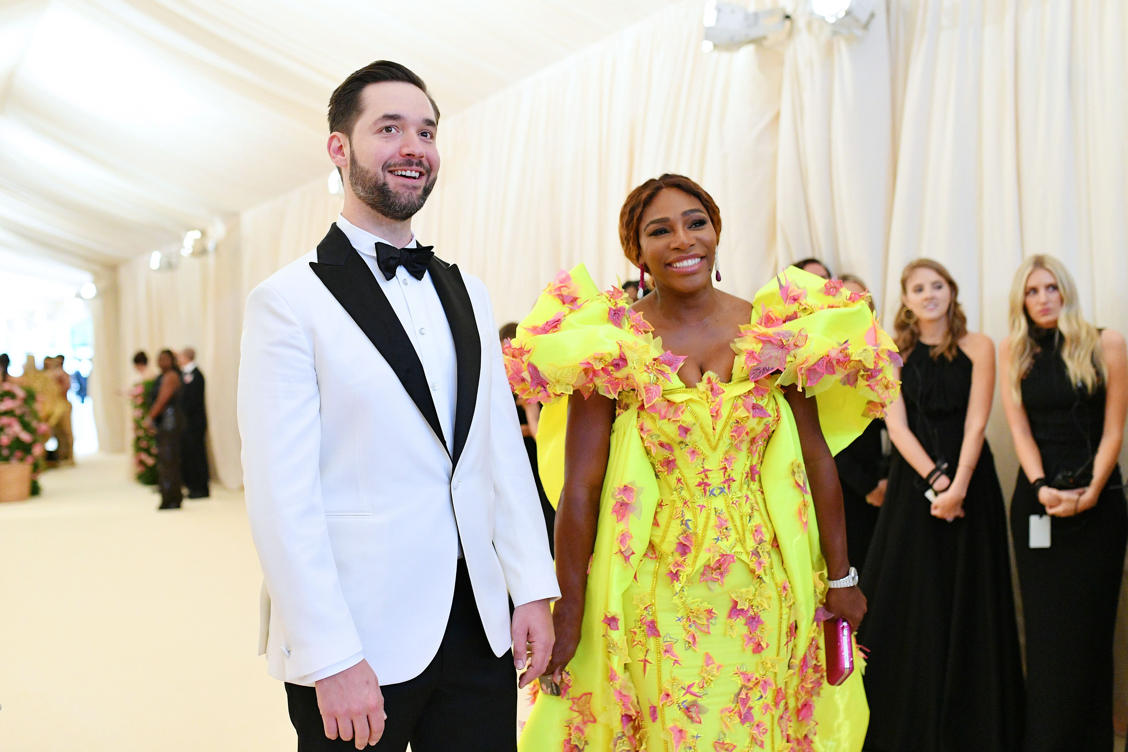 Serena Williams Is ALWAYS Leaning On Husband Alexis Ohanian