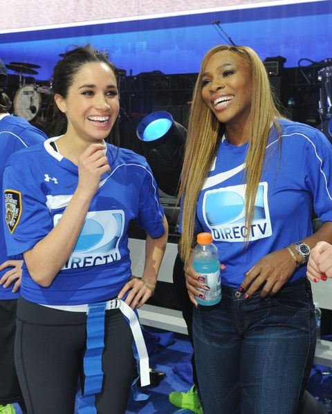 Blue, Event, Competition event, Electric blue, Leisure, Sportswear, Team, Games, T-shirt,