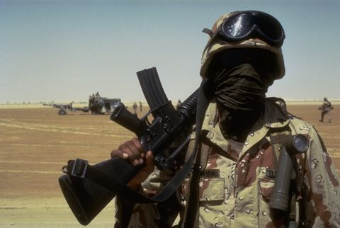 soldier in the saudi desert