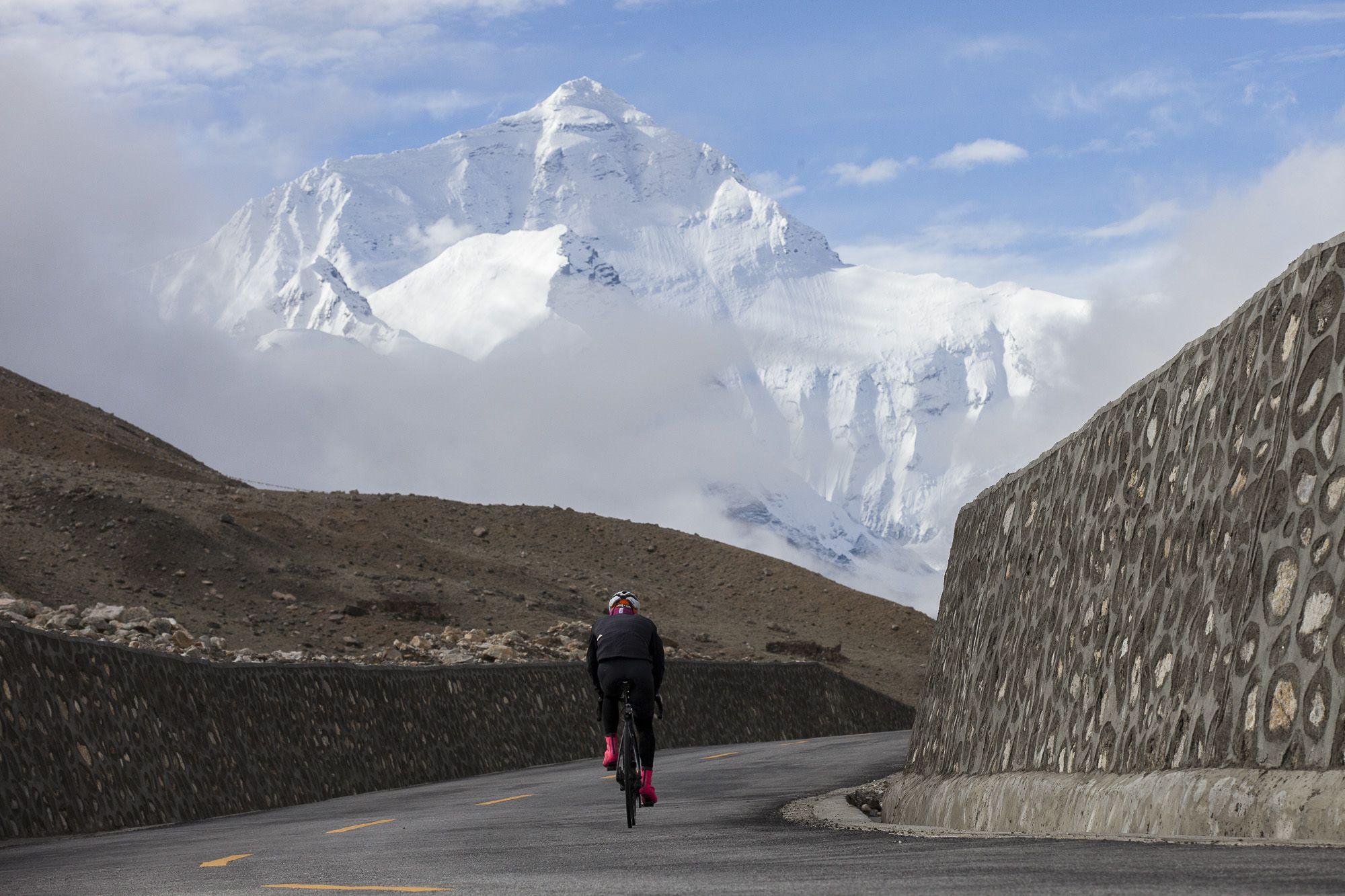 First Cyclist Everests Mount Everest -Riding a Bike Up Mt Everest