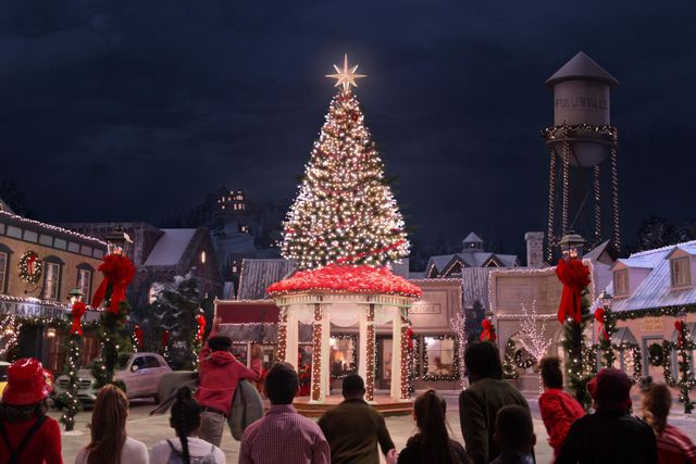 dolly parton's christmas on the square cr courtesy of netflix © 2020