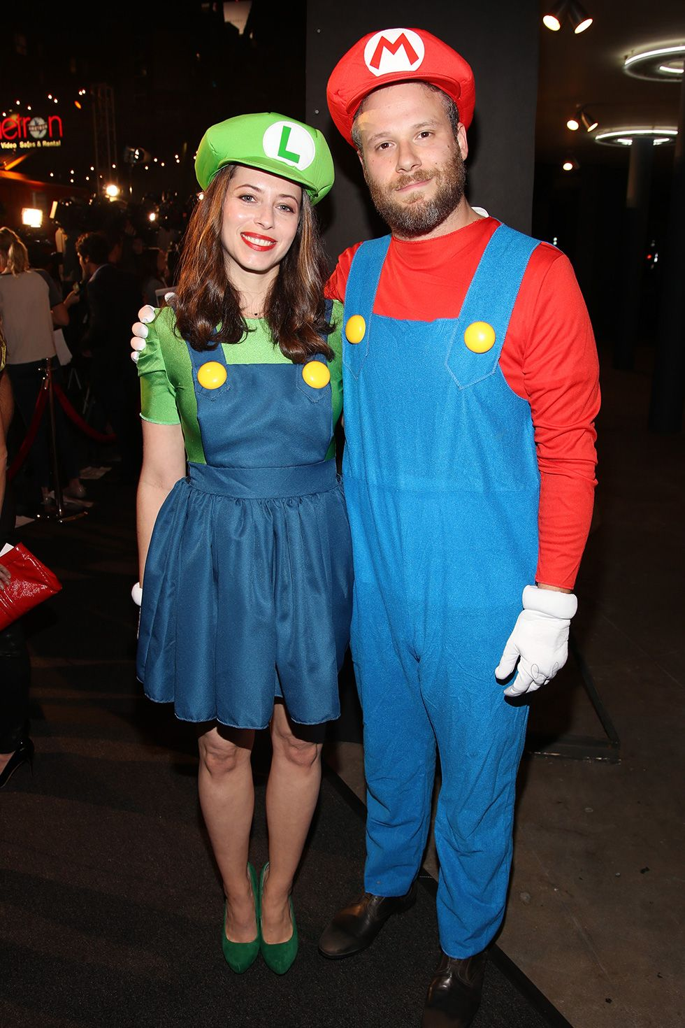 Lauren Miller and Seth Rogen - Luigi and Mario Lauren Miller and Seth Rogen dressed up as the Mario Brothers in 2016 in Los Angeles, California. A classic couples costume.