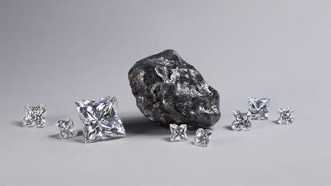 ブラックカーボンに覆われた巨大なダイヤモンド原石「スウェロ」ハイジュエリー  louis vuitton