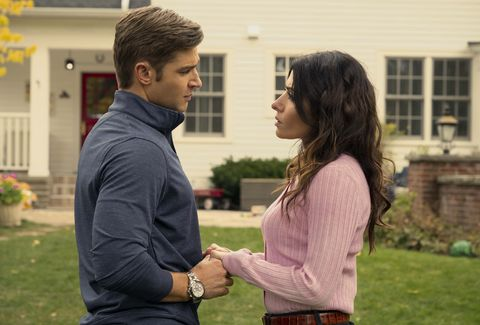 sexlife l to r mike vogel as cooper connelly and sarah shahi as billie connelly in episode 107 of sexlife cr amanda matlovichnetflix © 2021