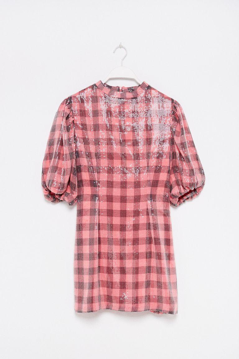 Sfera vende un vestido de fiesta corto de lentejuelas que es la maravilla  hecha prenda y puedes llevar de invitada de boda de día 72e4d27d0be0b