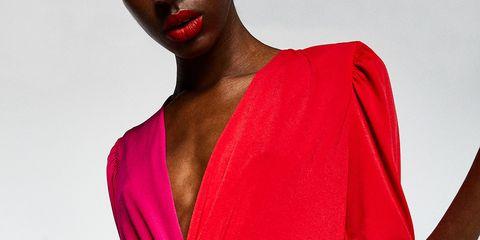 d81878d5755 Sfera vende el vestido midi de manga larga para tu look de invitada