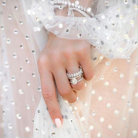 engagement ring, trend, ring, 2020, design, popular, 婚約指輪, トレンド, 人気, デザイン, 2020年, おしゃれ花嫁, 手元, ダイヤモンド, 素材, エンゲージ, リング