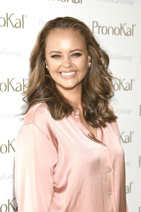 la cantante, con una blusa de color rosa, y una gran sonrisa ha adelgazado casi 20 kilos