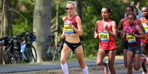 Shalane Flanagan leading at Wellesley, 2014 Boston Marathon