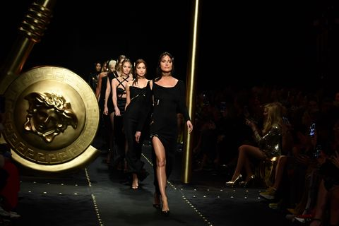 Model Shalom Harlow opens Versace show