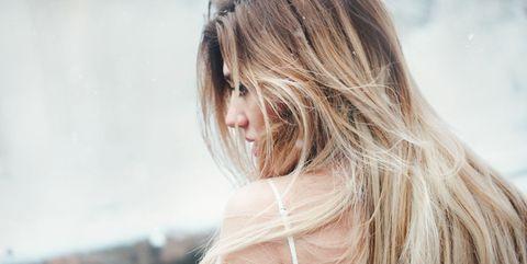 Hair, Blond, Photograph, Hairstyle, Beauty, Long hair, Skin, Shoulder, Hair coloring, Surfer hair,