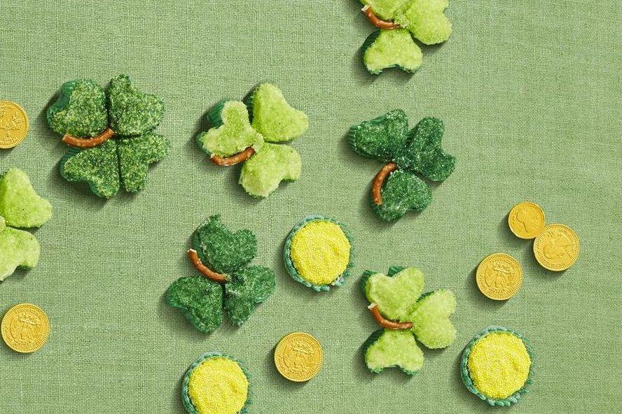 Shamrock Cupcakes - St. Patrick's Day Desserts