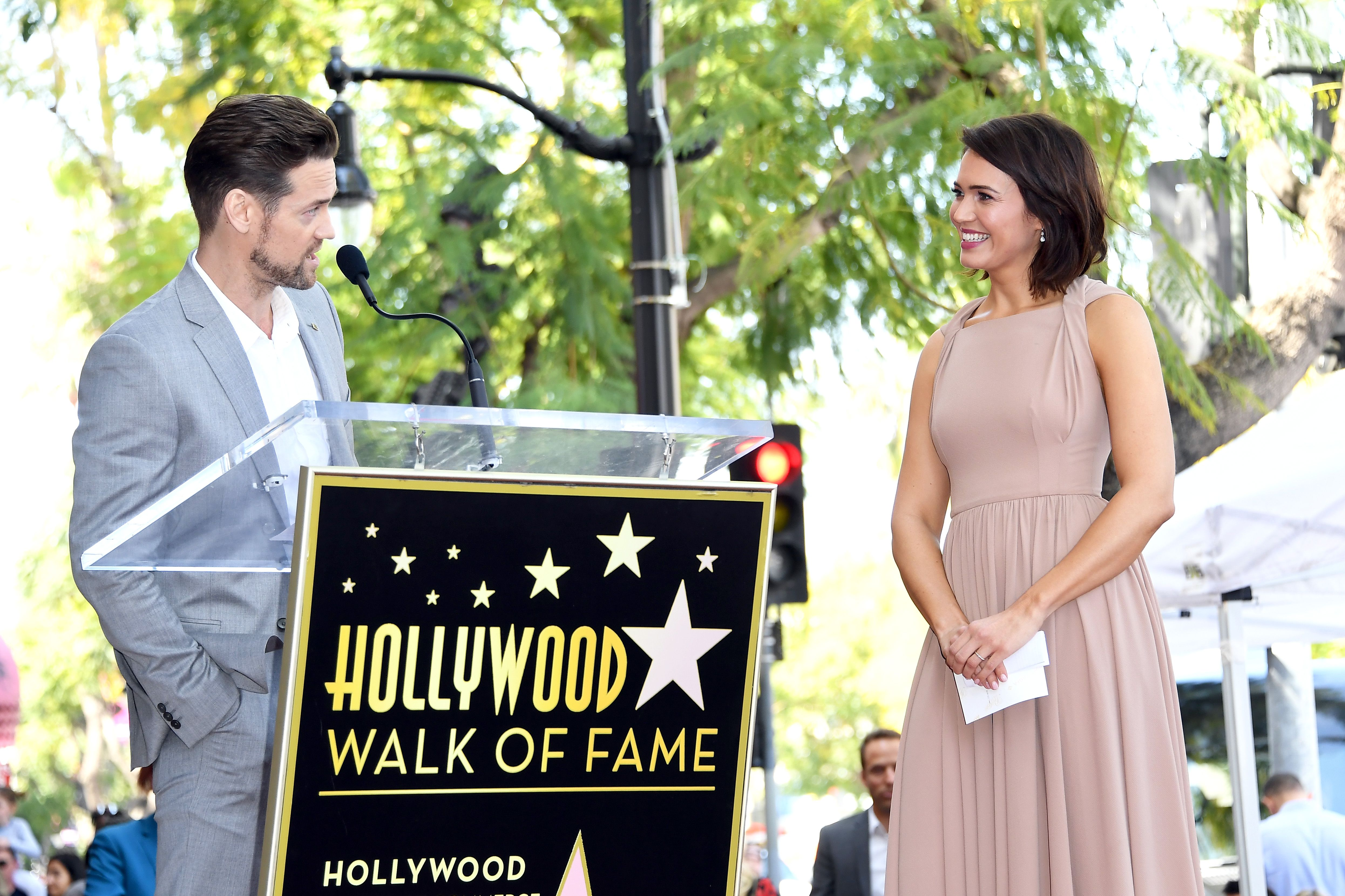 A Walk To Remember Star Shane West Gives A Speech At Mandy Moore S Hollywood Walk Of Fame Ceremony