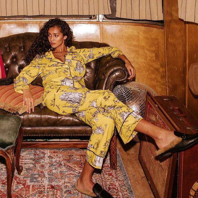 Yellow, Clothing, Brown, Sitting, Leg, Textile, Thigh, Pajamas, Silk, Black hair,