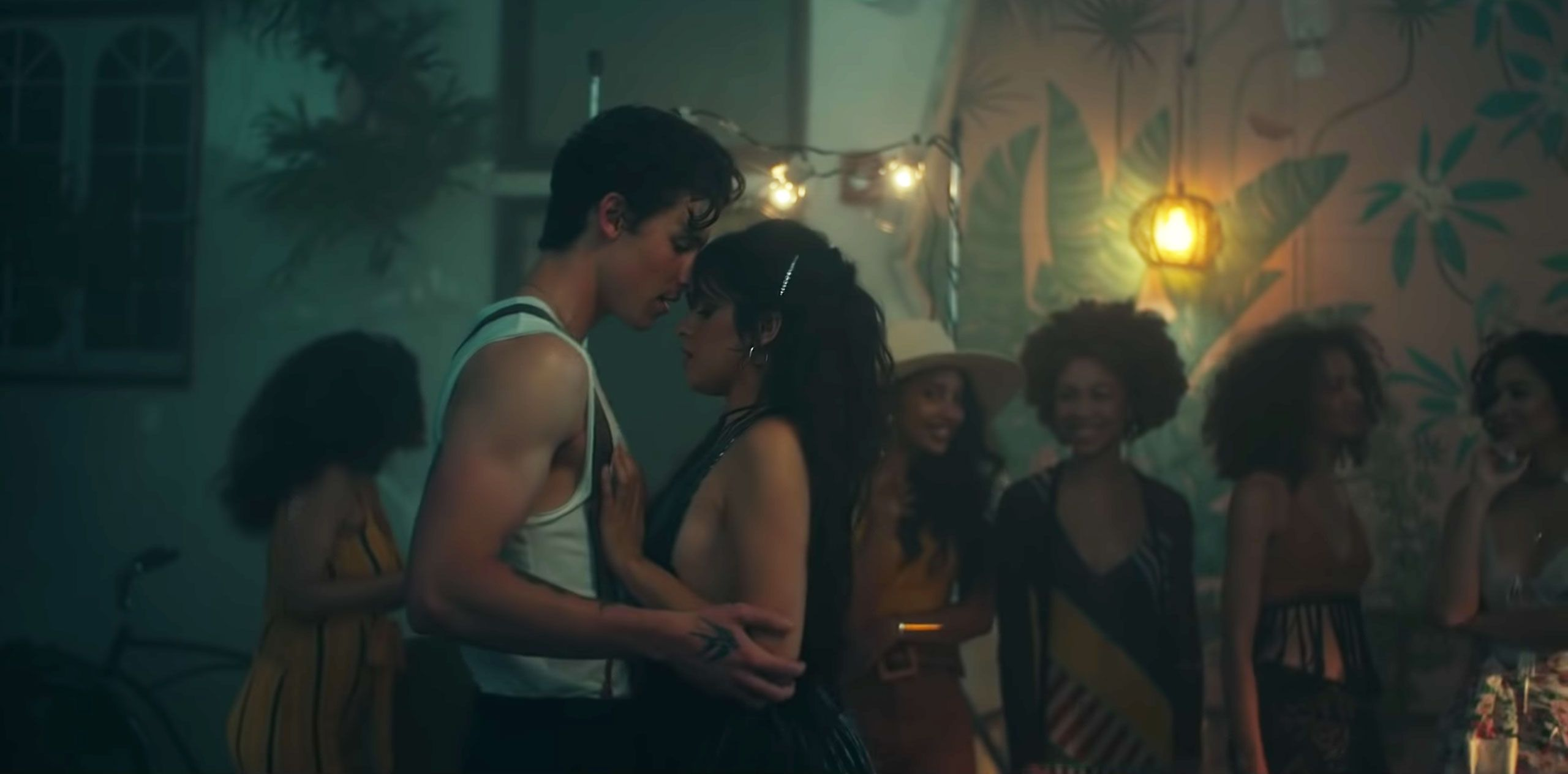 Shawn Mendes And Camila Cabello S Think They Re Dating Senorita