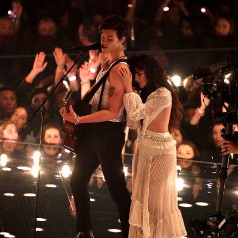 Shawn Mendes dan Camila Cabello Tunjukkan Keintiman saat Bawakan Lagu 'Senorita' di MTV VMA 2019