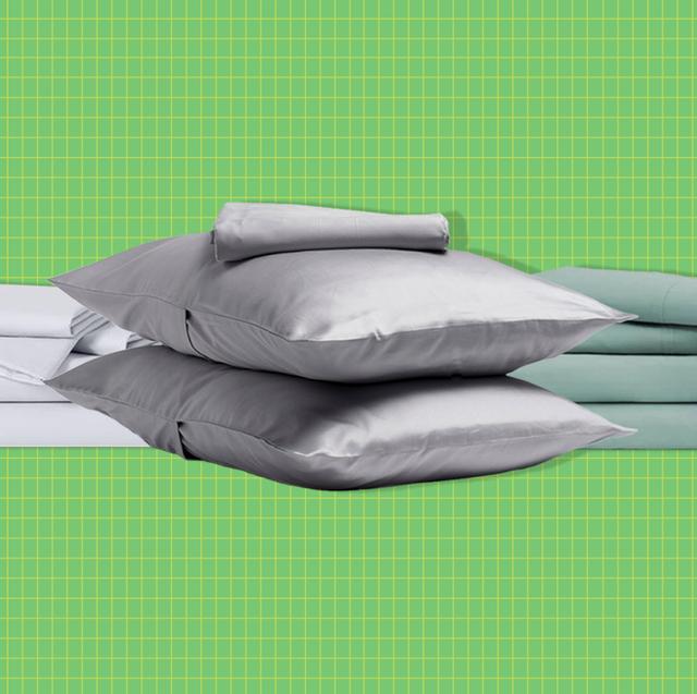 Bed sheet, Green, Furniture, Linens, Textile, Bedding, Duvet, Room, Comfort, Table,
