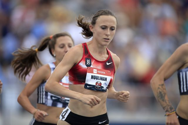 la atleta shelby houlihan corre una carrera, en 2020 batió el récord de américa de 5000 metros