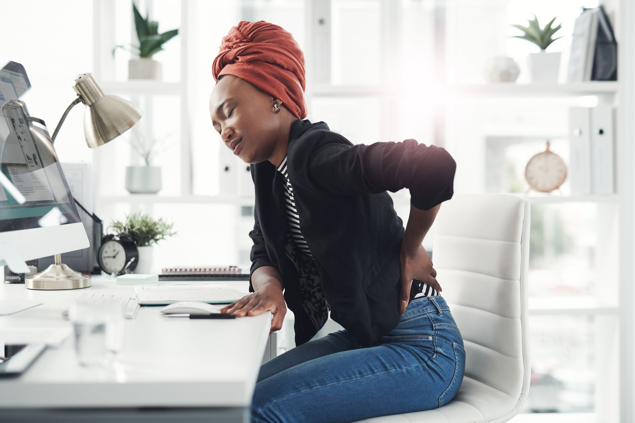 8 Causes Of Lower Back Pain In Women According To Doctors