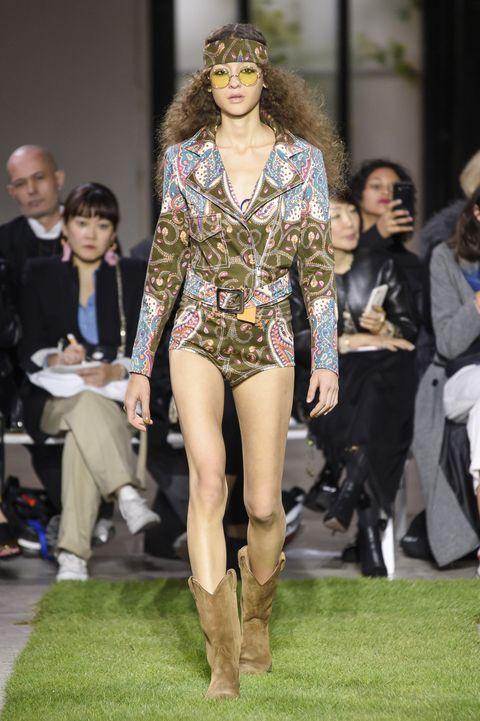 Fashion model, Fashion, Fashion show, Runway, Clothing, Event, Model, Public event, Fashion design, Haute couture,