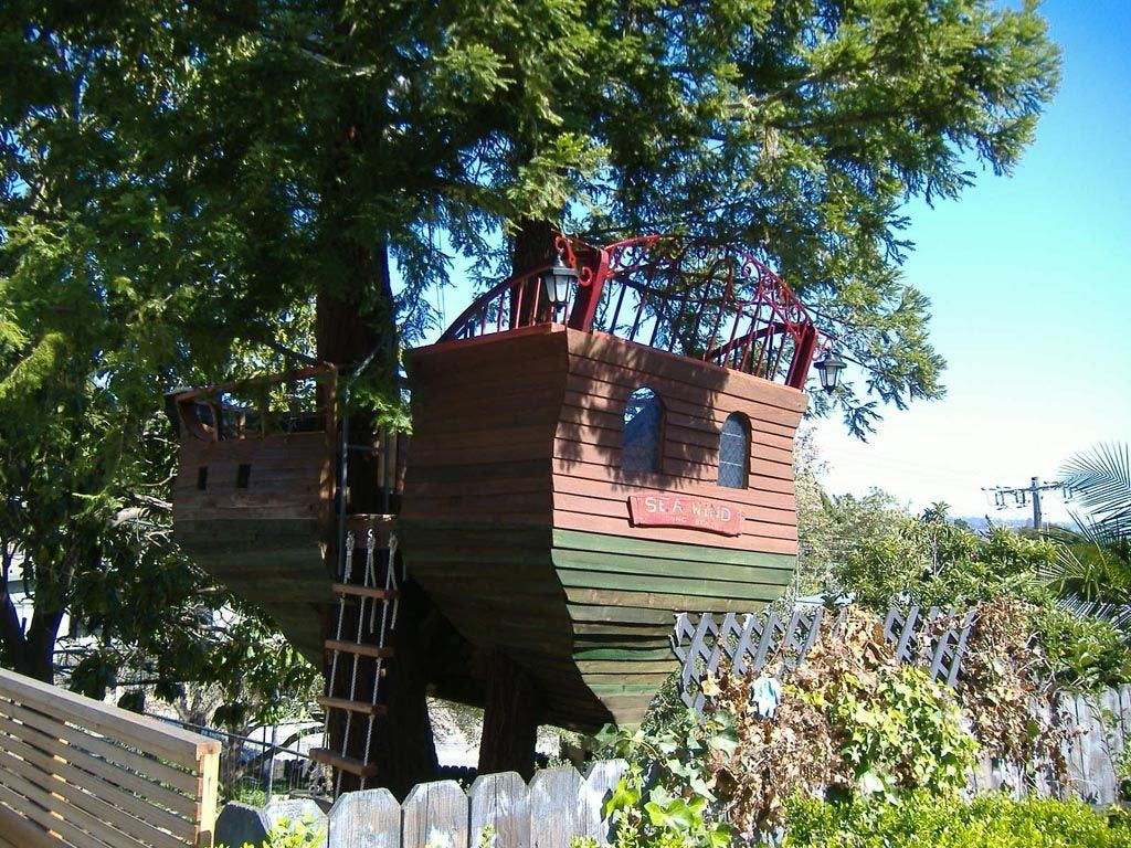 Here's How You Can Build a Pirate Ship Treehouse in Your Own Backyard