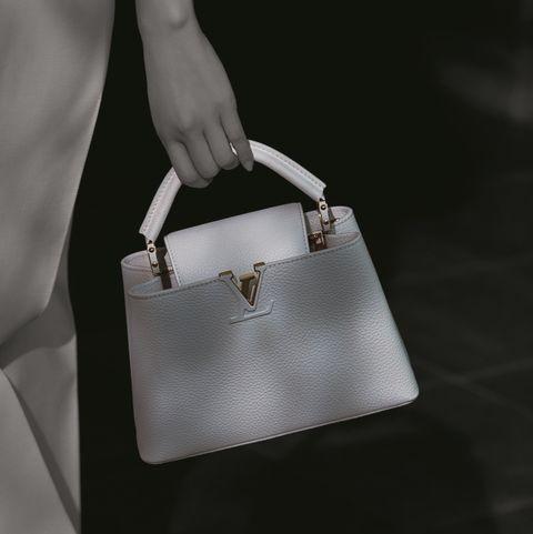 ルイヴィトンの白バッグ