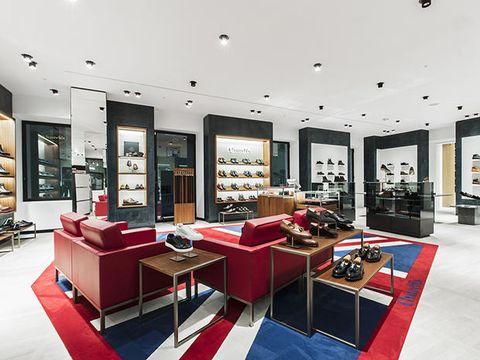 789281d0b41a2 Al secondo piano del flagship store di Roma Via del Tritone trovano spazio  anche le collezioni