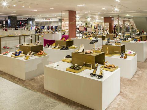 00e80b19e93cf Un invito riservato alle shoe lovers  si celebrano le scarpe nel ...