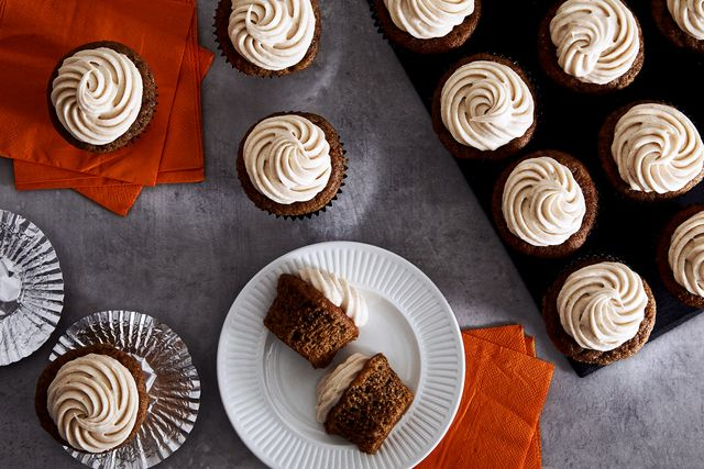 spiced cupcakes with cinnamon cream cheese frosting