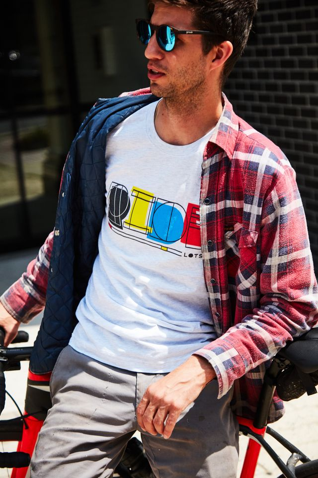 bicycling's ride lots tshirt in ash white