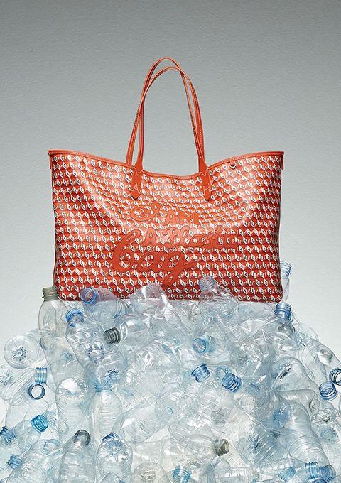 ペットボトルを再利用! 「アニヤ・ハインドマーチ」が『i am a plastic bag』コレクションを発売