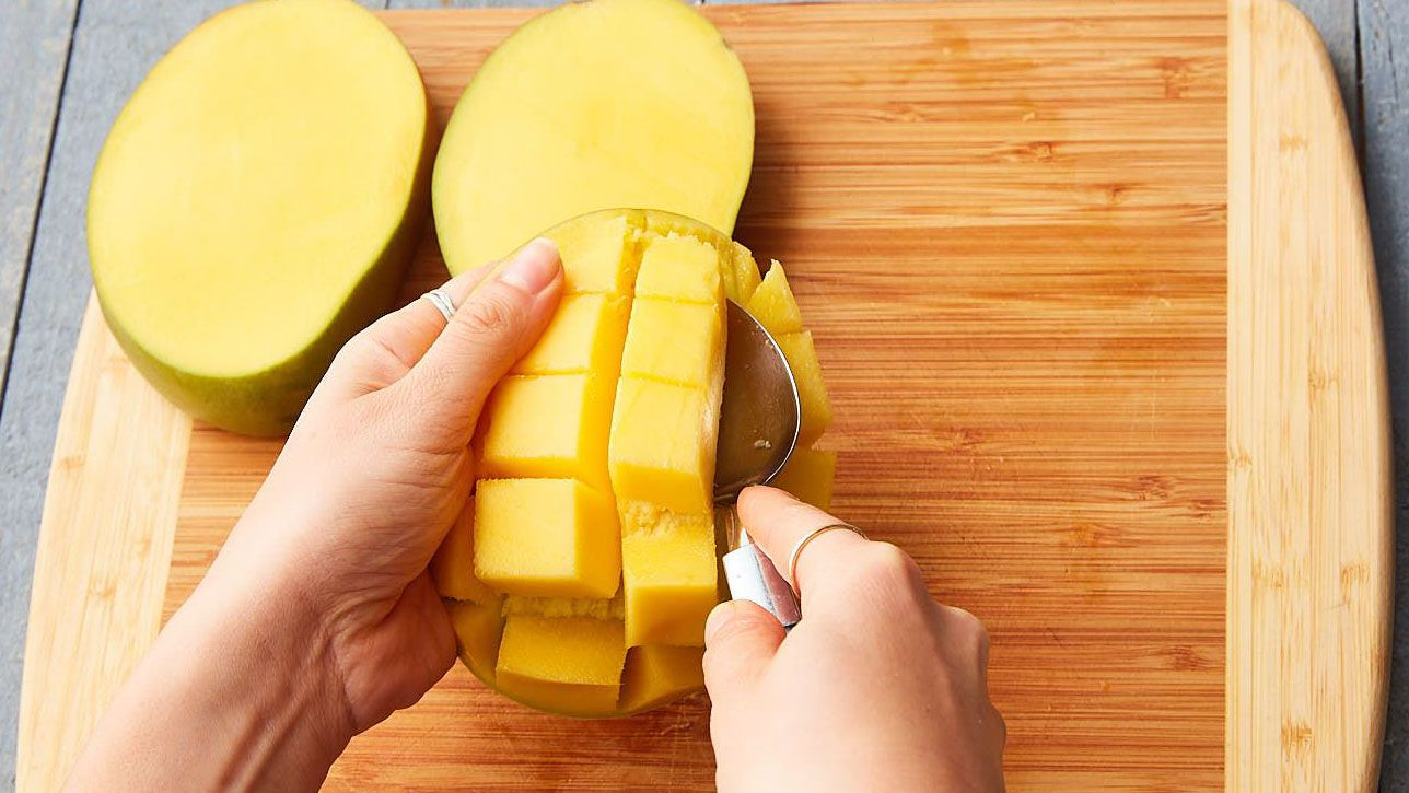 how to cut a mango into cubes