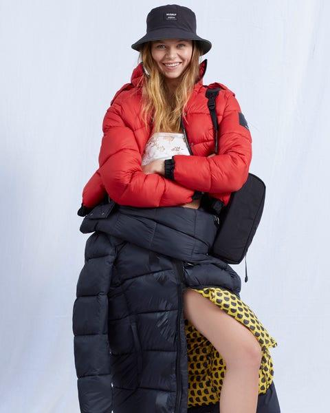 Clothing, Fashion, Fur, Outerwear, Coat, Sitting, Jacket, Photo shoot, Headgear, Leg,