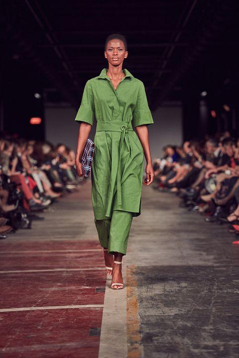 Fashion model, Fashion show, Runway, Fashion, Clothing, Fashion design, Green, Footwear, Public event, Event,