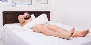 Een ochtenderectie ontstaat tijdens de REM-slaap.