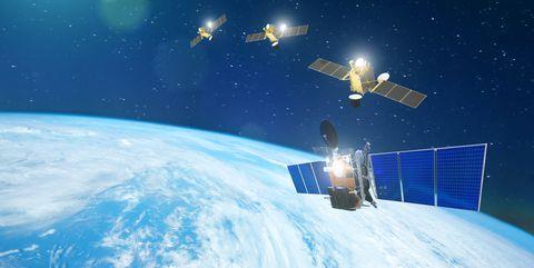 Satellieten ogen als sterren die langs de hemel bewegen.