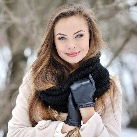 Textile, Winter, Street fashion, Beauty, Fashion, Long hair, Brown hair, Eyelash, Glove, Fur,