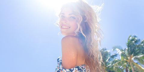 Hair, People in nature, Sunlight, Beauty, Sky, Light, Shoulder, Skin, Hairstyle, Summer,